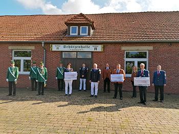 Spendenübergabe - Foto: Heimatschutzverein - anklicken für Großansicht