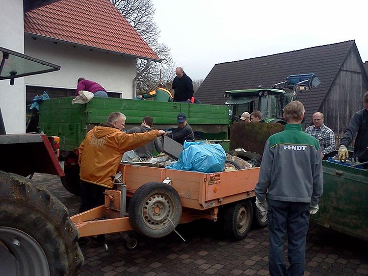 Osterfeuer und Flurreinigung in Iggenhausen