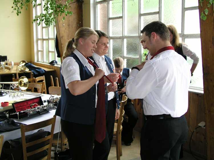 ... nicht schwer, Krawatten binden dagegen sehr
