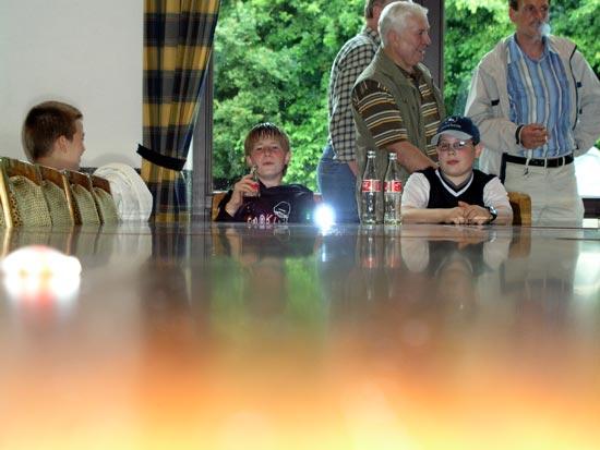 Ein großer Tisch